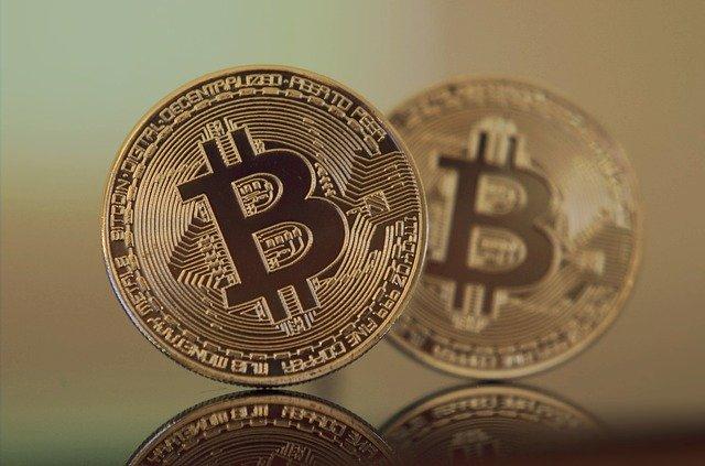 Dwie duże monety bitcoin